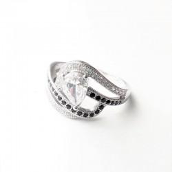 Sidabrinis žiedas su lašo...